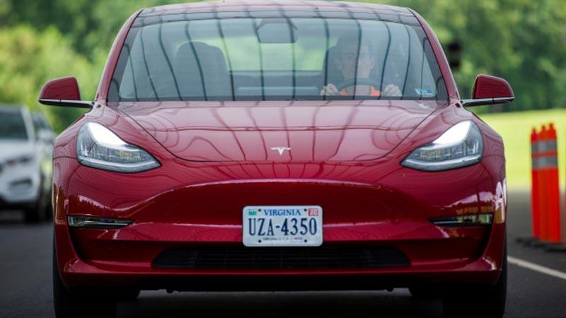 Tesla Autopilot agora detecta placas de limite de velocidade